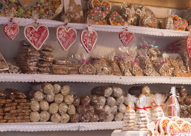 gingerbread-shop-2